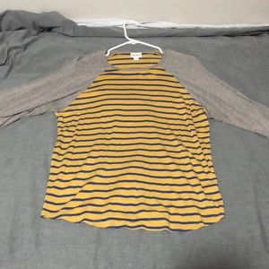 Women's lularoe quarter sleeve t-shirt.